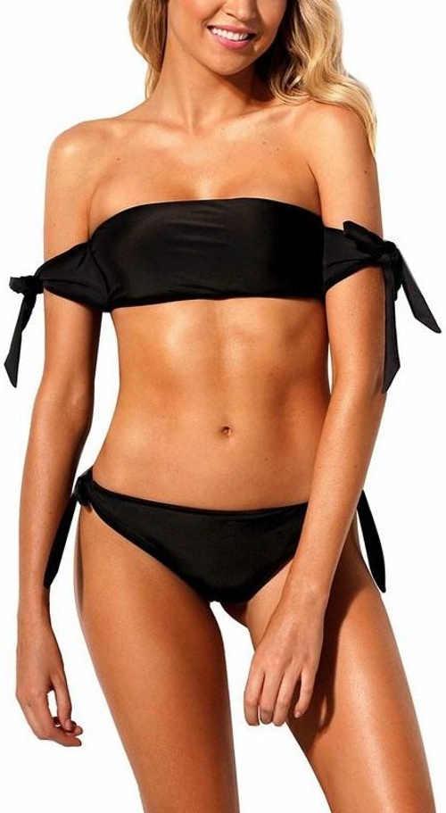 Čierne dámske dvojdielne plavky so spadnutými ramenami