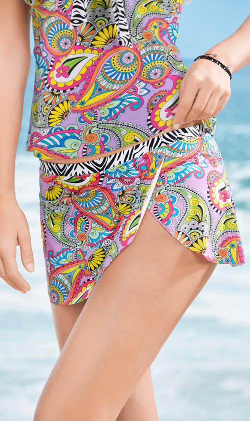 Pestrofarebná plavková sukňa so všitými nohavičkami