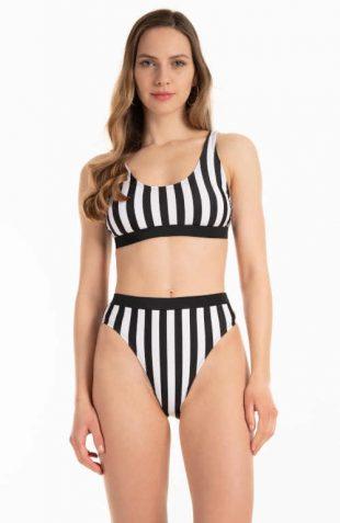 Plavky s vysokým pásom a módnym prúžkom
